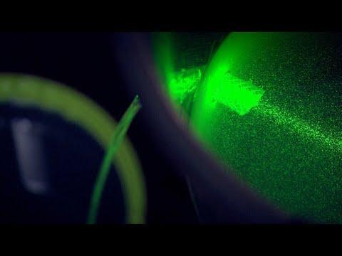 This Brilliant Experiment Shows How Fiber Optic Cables Bend Light